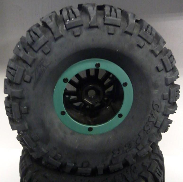 Das Bild zeigt eine Beadlock-Felge mit Crawlerreifen von Ansmann.